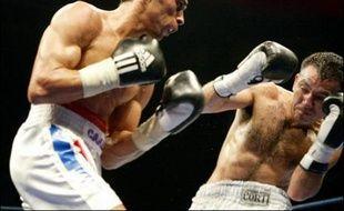 Nettement battu, pour la deuxième fois en 15 mois, dans un combat pour le titre mondial, Brahim Asloum, 28 ans, va devoir prendre le temps de réfléchir à son avenir de boxeur, dans une catégorie des poids mouche qui semble de plus en plus bouchée pour lui.