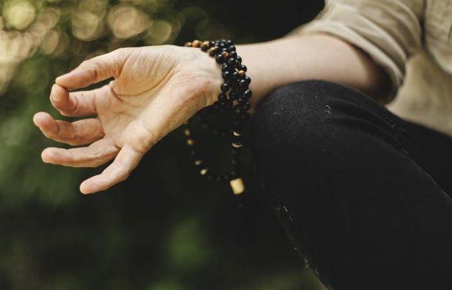 Index et pouce qui se touchent pour une méditation réussie