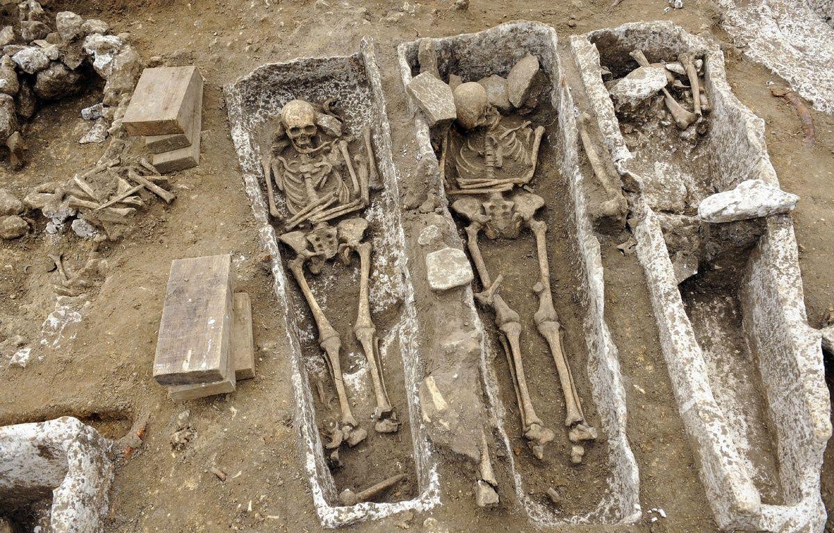 Une nécropole mérovingienne (VIe-VIIe) d'au moins 600 squelettes a été découverte en Picardie, à Monchy-Lagache (Somme). (Illustration - une ancienne nécropole mérovingienne et carolingienne, à Noisy-le-Grand) – STEPHANE DE SAKUTIN / AFP