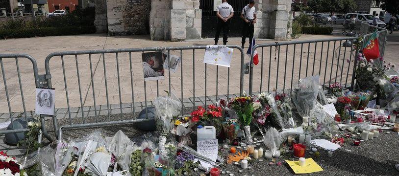 """Deux jours avant l'attentat de Saint-Etienne-du-Rouvray, Omar avait reçu la vidéo dans laquelle Abdel Malik Petitjean annonçait son intention de mener """"une attaque dévastatrice"""""""