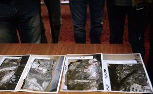 Des photos de la seconde boîte noire du vol de la Germanwings sont montrées aux journalistes