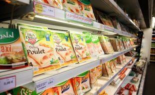 Des produits halal dans un supermarché.