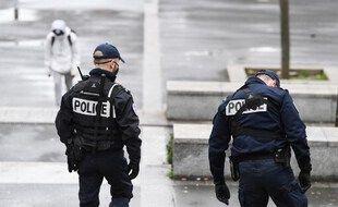 Des officiers de police patrouillent à Sarcelles, dans le nord de Paris, le 3 février 2021 (Photo illustration).
