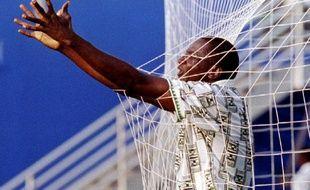 L'ancien attaquant du Nigéria, Rashidi Yekini, lors de la célébration de son but en Coupe du monde contre la Bulgarie, le 21 juin 1994 aux Etats-Unis.