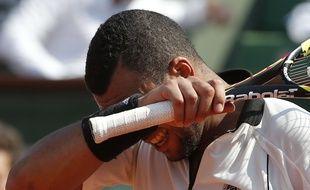 Jo-Wilfried Tsonga lors de sa défaite en demi-finale de Roland-Garros contre Stan Wawrinka, le 5 juin 2015.