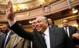 Un député issu des Frères musulmans a été massivement élu lundi président du l'Assemblée du peuple égyptienne lors d'une première séance de cette institution où les islamistes, désormais au coeur du jeu politique, possèdent près des trois-quarts des sièges.