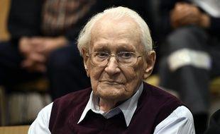 L'ancien officier SS Oskar Gröning lors de son procès à Lueneburg, dans le nord de l'Allemagne, le 15 juillet 2015.