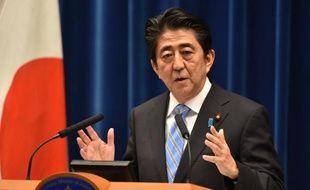 Le Premier ministre japonais Shinzo Abe lors d'une conférence de presse, le 18 novembre 2014 à Tokyo