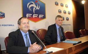 Le président de la fédération française de football, Fernand Duchaussoy (à g.) au côté de son DTN, François Blaquart, le 29 avril 2011 à Paris.