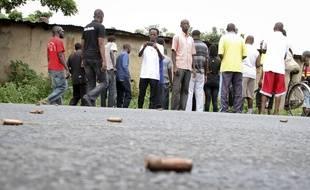 Des habitants de Bujumbura, au Burundi, ont découvert «horrifiés» des dizaines de cadavres de jeunes gens tués par balles, jonchant les rues de leurs quartiers, ce 12 décembre 2015.