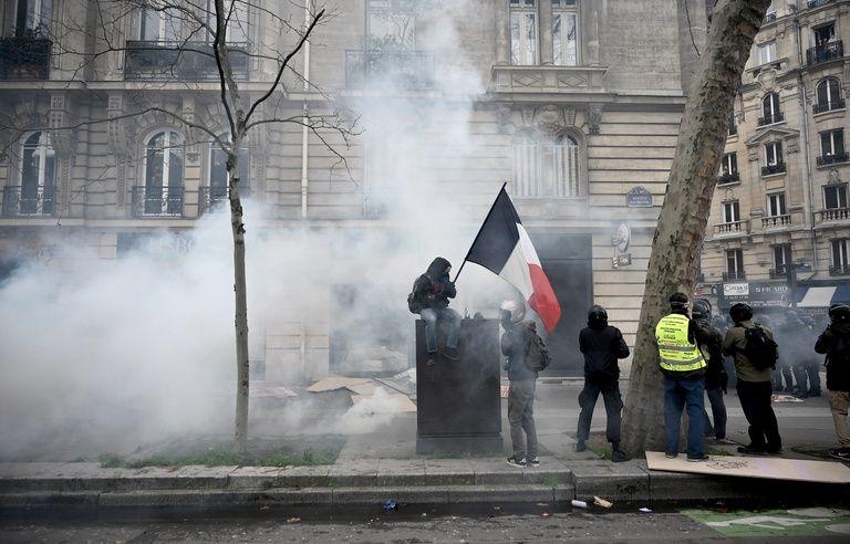 Manifestation Du 11 Janvier Emmanuel Macron Salue Un Compromis Constructif Et De Responsabilite Revivez Avec Nous La Journee De Mobilisation