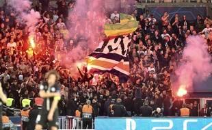 Le craquage de fumigènes lors de PSG-Belgrade.