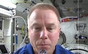 Tim Kopra à bord d'ISS, dans une story Snapchat.