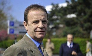 L'affaire Bettencourt s'est soudain emballée mercredi, avec la mise en examen par le juge Jean-Michel Gentil du photographe François-Marie Banier et de son compagnon, Martin d'Orgeval, et l'interpellation de l'ex-gestionnaire de fortune Patrice de Maistre.