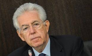 Le gouvernement de Mario Monti a adopté vendredi soir en conseil des ministres un projet de loi visant à réduire les coûts de la politique italienne, dont la crédibilité déjà écornée est affectée par un scandale de corruption au conseil régional du Latium (région de Rome).