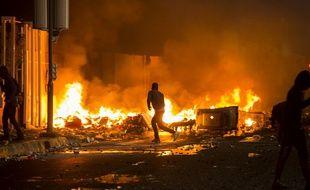 Des militants anti-chlordécone bloquent l'accès au tribunal de Fort-de-France, le 13 janvier 2020.