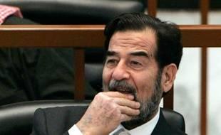 Saddam Hussein, à son procès en 2006
