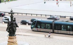 Tramway, place de la Bourse à Bordeaux