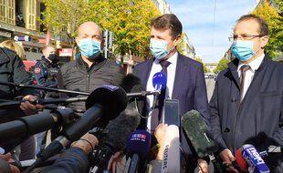 Christian Estrosi, le maire de Nice, s'exprime devant les journalistes après l'attaque au couteau dans la basilique Notre-Dame.