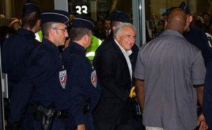 Dominique Strauss-Kahn à son arrivée à l'aéroport de Roissy, à Paris, dimanche 4 septembre 2011