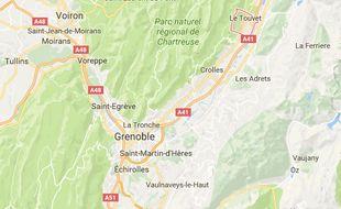 Le conducteur était au volant d'un bus circulant au Touvet, près de Grenoble, en Isère.