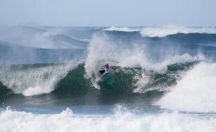Guadeloupéen, le surfeur Charly Martin passe beaucoup de temps à Hawaii.