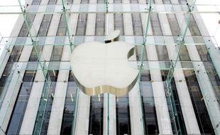 Le groupe informatique américain Apple a déposé un nouveau recours pour violation de brevets aux Etats-Unis contre le sud-coréen Samsung, pour y inclure les derniers téléphones et tablette lancés par son rival, selon des documents judiciaires.