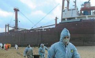 La région Bretagne a annoncé hier qu'elle déposait plainte après l'échouement du cargo maltais TK Bremen,vendredi sur une plage classée du Morbihan.