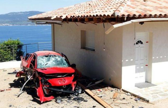 """Le Front de libération nationale de la Corse (FLNC) a revendiqué samedi la vingtaine d'attentats qui ont visé des résidences secondaires depuis la """"nuit bleue"""" du 11 mai, dans un communiqué authentifié et remis au magazine d'information Corsica et dont l'AFP a pu lire des extraits."""
