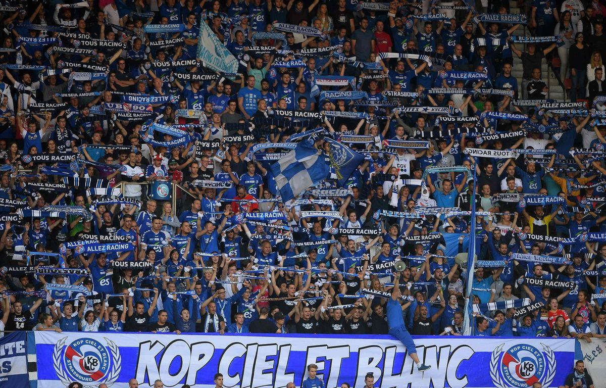Le Racing club de Strasbourg va ouvrir une plateforme de revente légale des billets de matches à la Meinau pour lutter contre les reventes (illégales) à des prix exorbitants en vue des gros affrontements à venir en Ligue 1. – AFP