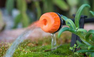 En urinant 500 litres par an, il est possible de fertiliser 400 m2 de terre.