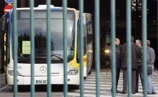 """Un adolescent de 13 ans, interpellé après avoir agressé une conductrice de bus près de Lavaur (Tarn), a été mis en examen mercredi pour """"violences exercées sur une personne chargée d'une mission de service public et outrages"""", a-t-on appris de source judiciaire."""