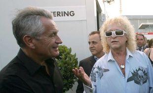 Gilbert Coullier (à g.) et Michel Polnareff, dans les coulisses du concert donné par le chanteur le 14 juillet 2007 à Paris.