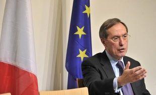 Le ministre de l'Intérieur, Claude Guéant, a déclaré mercredi sur LCI qu'il tablait sur l'expulsion de 40.000 étrangers en situation irrégulière en 2012, soit une augmentation d'environ 20% par rapport à 2011