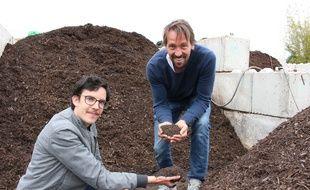 Alexandre Guilluy, président et cofondateur des Alchimistes (à droite) aux côté de Guillaume Morel, ingénieur agronome au sein de l'entreprise.