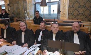 Daniel Legrand dans le box des accusés derrière ses avocats Julien Delarue, Eric Dupond-Moretti et Frank Berton le 19 mai 2015 au palais de justice de Rennes
