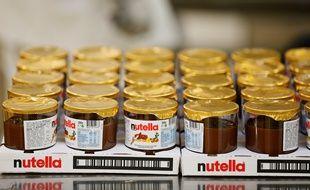 Des pots de Nutella dans l'usine Ferrero de Villers-Ecalles (Seine-Maritime).