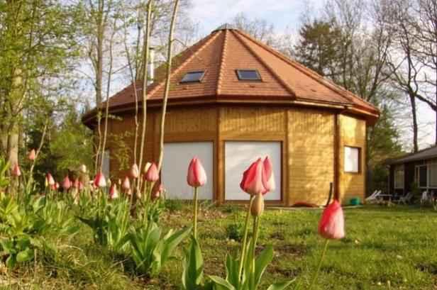 Ils ont construit leur maison en bois for Ils ont construit