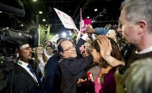 """Le ministre UMP du Travail, Xavier Bertrand, a estimé lundi sur France 2 que le candidat PS à l'Elysée, François Hollande, n'avait """"absolument pas les mêmes priorités que les Français""""."""