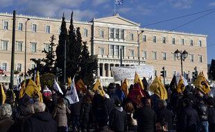 Des manifestations devant le Parlement grec, le 14 février 2017.