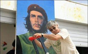 Olivier Besancenot a mis à l'honneur samedi soir Che Guevara à l'université d'été de la LCR à Port-Leucate (Aude), alors que la formation entame un débat interne sur la construction d'un nouveau parti anticapitaliste qui ne se référerait plus au trotskisme.