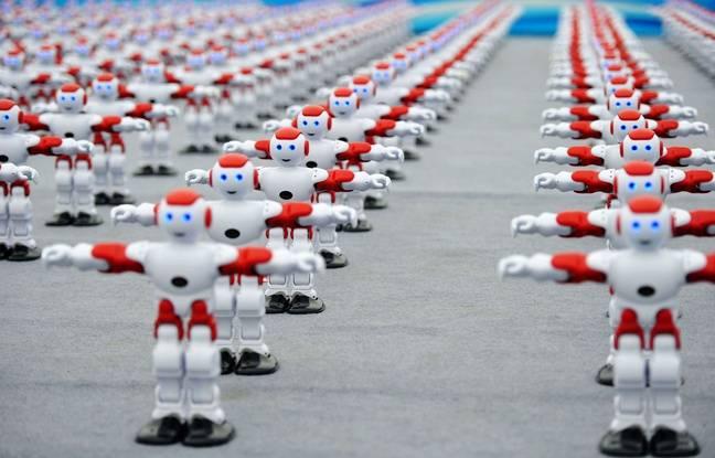 Plus d'un millier de robots ont dansé de manière synchronisée lors du Festival international de la Bière de Qingdao, en Chine, le 30 juillet. — SIPA