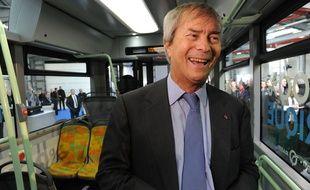 Vincent Bolloré inaugure un BlueBus, le 15 janvier 2016.