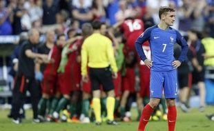 La détresse d'Antoine Griezmann après la défaite de la France face au Portugal en finale de l'Euro, le 10 juillet 2016.