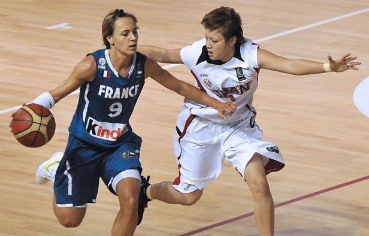 Les basketteuses françaises ont commencé le tournoi de qualification olympique sur de bonnes bases avec une victoire relativement maîtrisée (56-47) sur le Canada mardi à Ankara. – Philippe Huguen afp.com