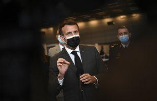 Le président français Emmanuel Macron lors de l'inauguration d'un centre de vaccination contre le Covid-19 au Palais des Congrès de la Porte de Versailles à Paris, le 6 mai 2021.