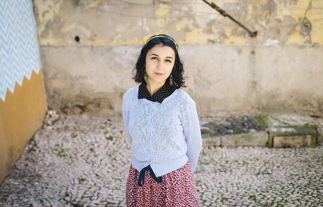 Clara vit à Lisbonne. Elle a écrit une lettre dans l'Encyclopédie des Migrants.