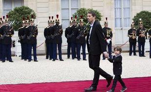 Sébastien Auzière et son fils arrive à l'Élysée, le 14 mai 2017.