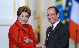"""La présidente du Brésil Dilma Rousseff a indiqué mardi à Paris que la décision de son pays d'acquérir ou non le Rafale prendrait """"encore un certain temps"""", compte tenu du contexte économique du Brésil."""