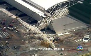 Au moins trois personnes sont mortes lors d'un accident sur le chantier de l'Arena Corinthians le 27 novembre 2013.